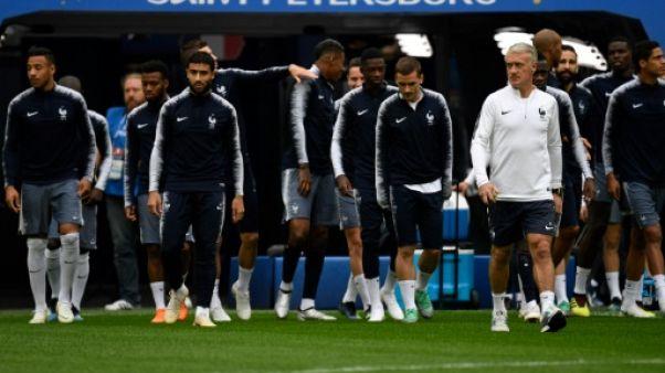 Mondial: aux portes de la finale, les maillots des Bleus s'arrachent