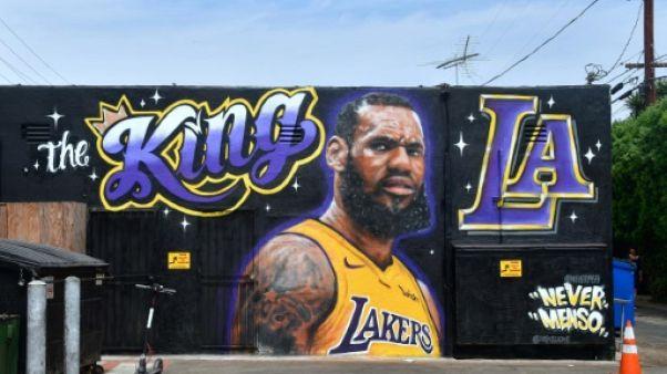 NBA: LeBron James à Los Angeles pour signer son contrat avec les Lakers