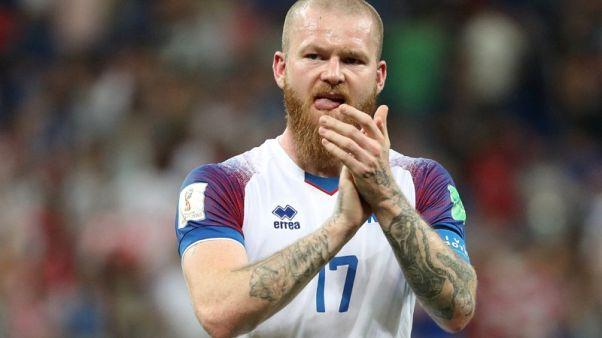جونارسون قائد ايسلندا يوقع عقدا جديدا لعام واحد مع كارديف