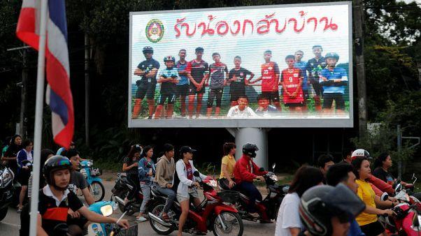 كرة القدم تحتفي بإنقاذ فتية الكهف في تايلاند