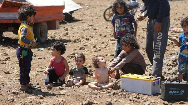 عند حدود الجولان.. أسرة سورية تخشى تقدم القوات الحكومية