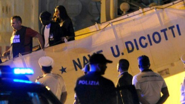 """Les migrants du """"Diciotti"""" autorisés à débarquer en Sicile"""