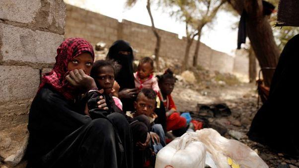 يمنيون فارون من المعارك في الحديدة يكافحون من أجل البقاء