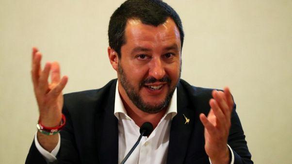 وزير داخلية إيطاليا يمنع دخول مهاجرين أنقذتهم سفينة ورست في ميناء إيطالي