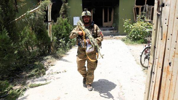 مقتل ستة مدنيين على يد القوات الأفغانية في عمليات برية وجوية