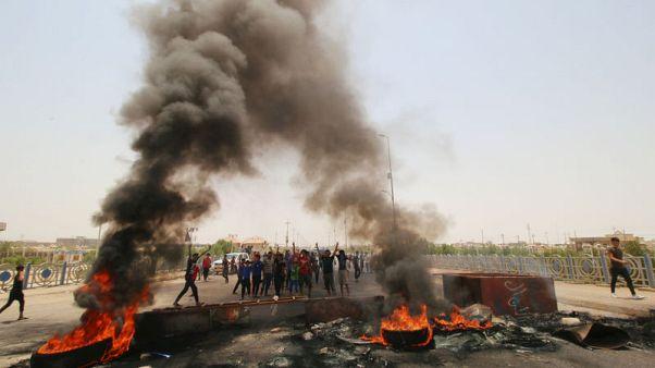 محتجون يغلقون الطريق المؤدي لميناء أم قصر بالعراق