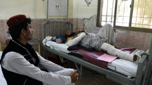 """""""Croyez-vous que je vais survivre?"""": des rescapés racontent l'horreur de l'attentat au Pakistan"""