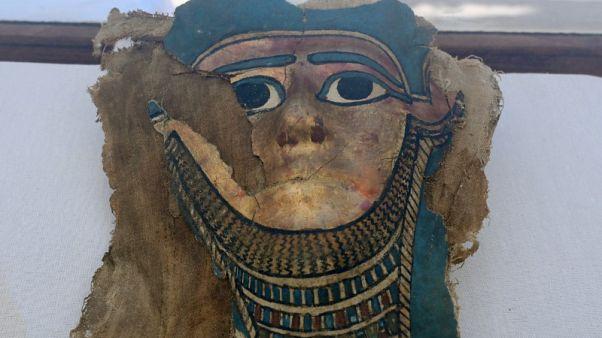 مصر تعلن تفاصيل كشف أثري لحجرة دفن وورشة تحنيط قرب جبانة سقارة
