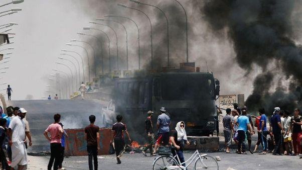 محتجون عراقيون يقتحمون مبنى حكوميا وسط غضب شعبي