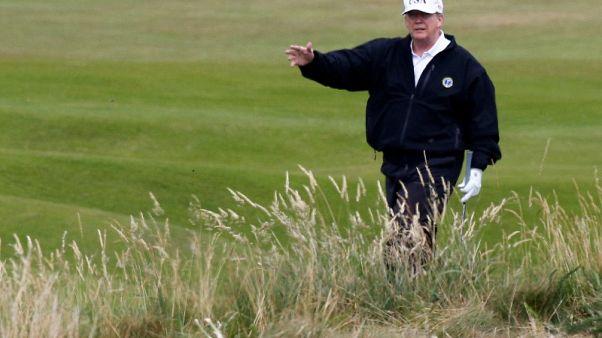 اعتقال رجل بعد تحليقه بمظلة شراعية قرب منتجع ترامب للجولف في اسكتلندا