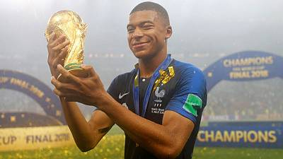 فرنسا تحرز لقب كأس العالم للمرة الثانية بعد نهائي مثير
