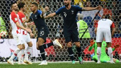 France: Giroud premier défenseur, la charnière Varane/Umtiti a tenu bon