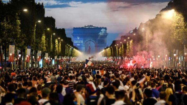 Mondial-2018: une marée humaine noie Paris dans la fête