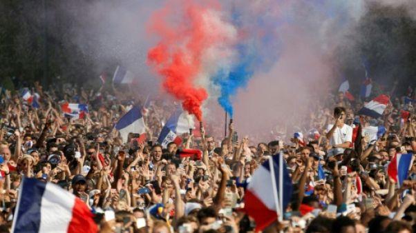 Sacre des Bleus: la France bascule dans l'ivresse