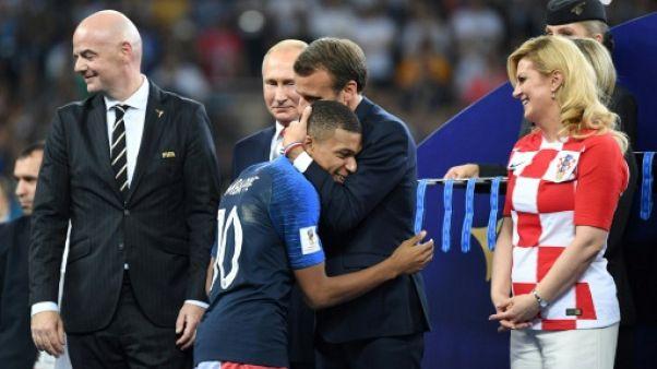 Mondial: Macron radieux pour fêter la nouvelle étoile des Bleus