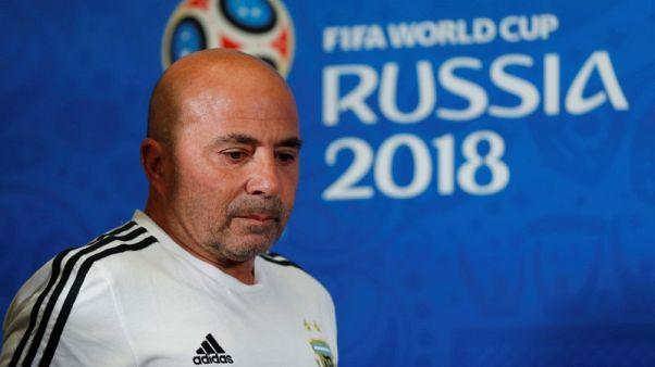 الأرجنتين تنفصل عن مدربها سامباولي عقب الفشل بكأس العالم