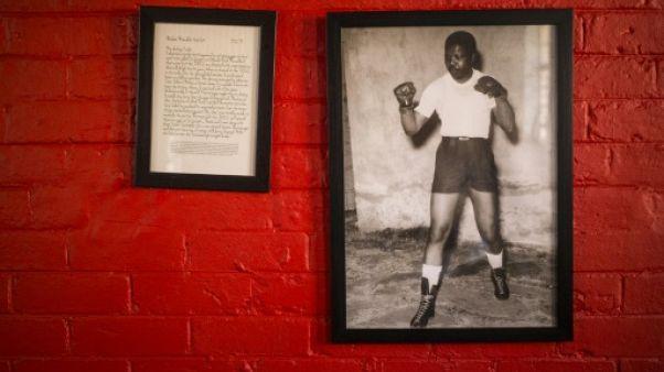 """A Soweto, reconnaissance éternelle à la """"légende"""" Madiba"""