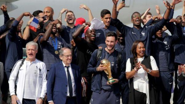 Mondial-2018: les Bleus ont atterri, la foule les attend sur les Champs