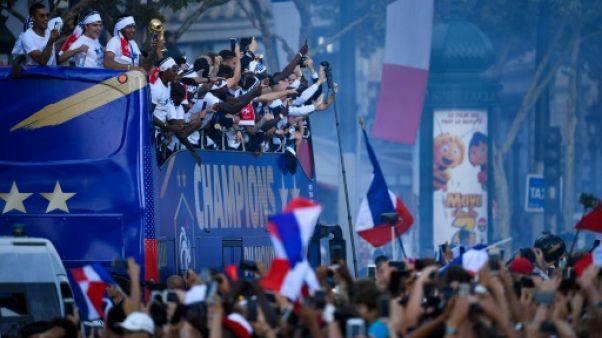 """Sur """"la plus belle avenue du monde"""", liesse bleu-blanc-rouge pour les champions du monde"""