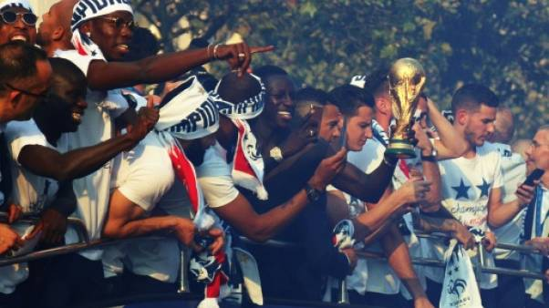 Des Champs-Elysées à l'Élysée, les Bleus champions du monde acclamés par une foule en délire
