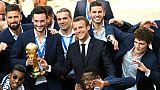 """Après la folie du stade, Macron célèbre les Bleus symboles de """"la République"""""""