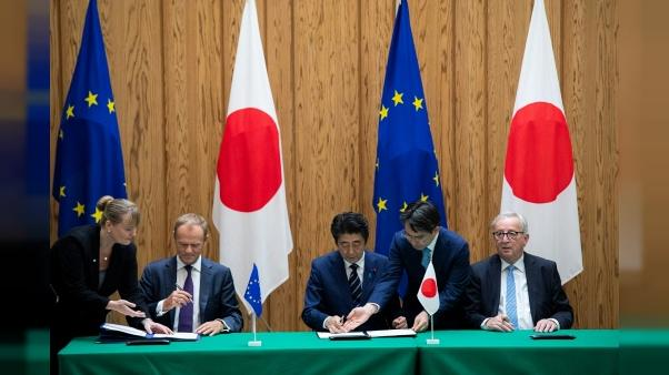 "Face à Trump, l'UE et le Japon signent un accord commercial ""historique"""