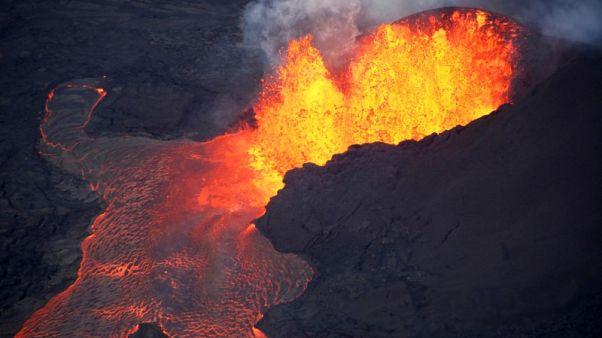 """رحلات هاواي السياحية تواجه قيودا جديدة بعد إصابات بسبب """"قنبلة حمم"""""""