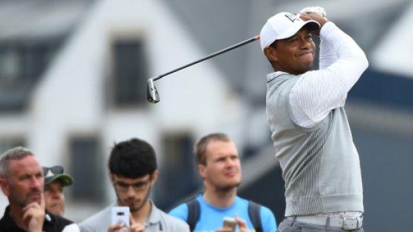 """British Open: Tiger Woods se sent """"un peu mieux"""" et """"rejoue vraiment au golf"""""""