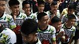 """Thaïlande: les jeunes rescapés de la grotte racontent le """"miracle"""" de leur sauvetage"""