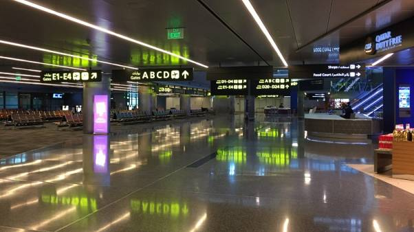 عدد المسافرين عبر مطار قطر يتراجع والشحن الجوي يرتفع في النصف/1