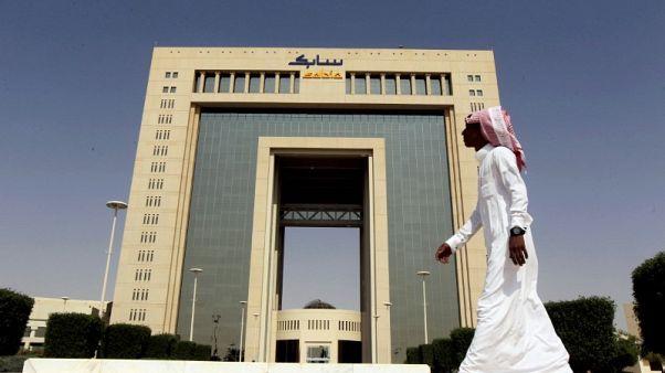 حصري-مصادر: أرامكو السعودية تدرس الاستحواذ على حصة في سابك