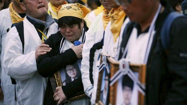محكمة كورية جنوبية تقضي بتعويض أسر ضحايا عبارة غرقت عام 2014