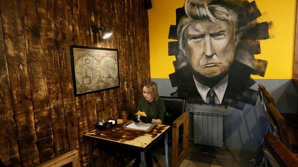"""مطعم """"ترامب برجر"""" في سيبيريا يجذب الزبائن"""
