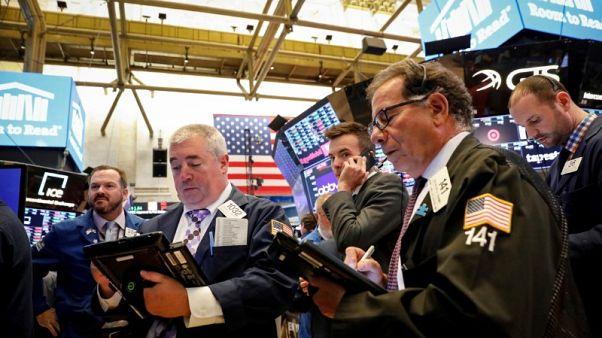 الأسهم الأمريكية تهبط متضررة من أرباح مخيبة للآمال ومخاوف التجارة