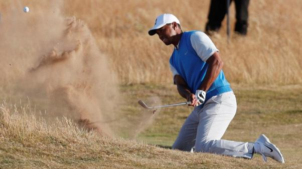 Woods the main attraction as he rolls back the years