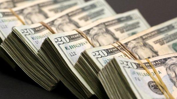 الدولار دون أعلى مستوى في عام بعد تصريحات ترامب والأنظار على اليوان