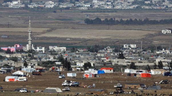 شاهد والمرصد السوري: بدء إجلاء مقاتلي معارضة ومدنيين من حدود الجولان