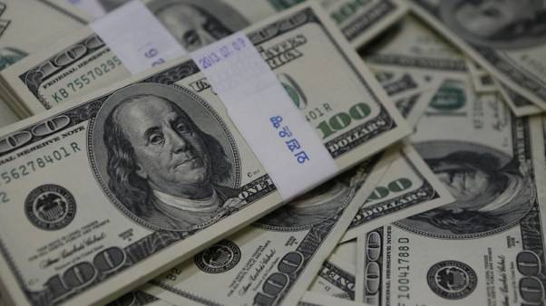 الدولار يهبط مع تكرار ترامب انتقاداته لقوة العملة وزيادات الفائدة