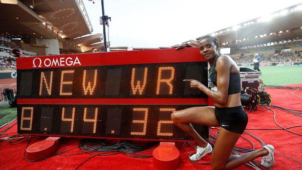 تشيبكويتش تحطم الرقم القياسي لسباق الموانع ولايلز يحقق أفضل زمن شخصي له بسباق 200 متر