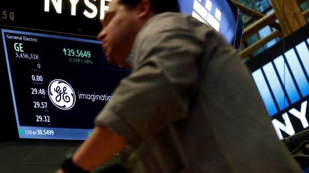 الأسهم الأمريكية تغلق مستقرة مع تجاذب السوق بين مخاوف التجارة وأرباح قوية للشركات