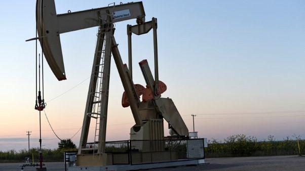 النفط يرتفع مع هبوط مؤشر الدولار إلى أدنى مستوى في 4 أيام