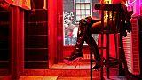 Une prostituée derrière une glace, le 6 décembre 2008  à Amsterdam