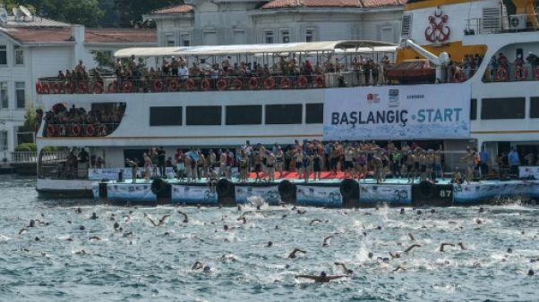 A Istanbul, 2.400 nageurs franchissent le Bosphore à la nage