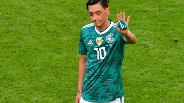"""Allemagne: la photo avec Erdogan n'avait """"aucune intention politique"""", se défend Özil"""