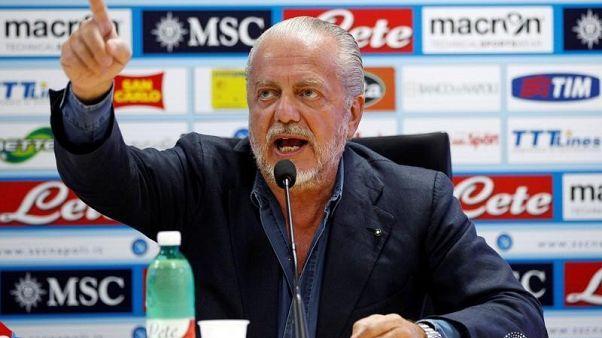 """رئيس نادي نابولي يتهم ساري بمحاولة """"تفكيك"""" الفريق لصالح تشيلسي"""