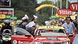 Tour de France: entre voitures et hélicoptères, les invités vivent l'expérience au plus près