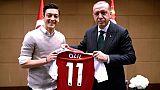 """Allemagne: Özil quitte la sélection en évoquant le """"racisme"""""""
