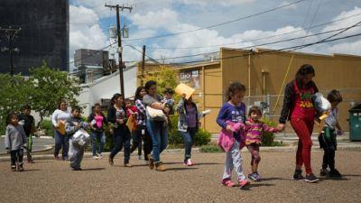 """""""Maman ment"""": la dure vie des enfants de migrants séparés de leurs parents aux Etats-Unis"""