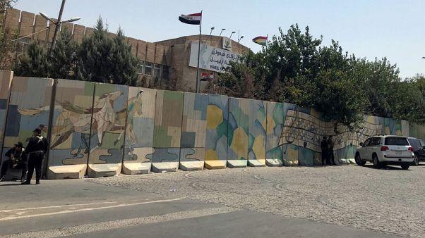 القوات الكردية تنهي هجوم مسلحين على مبنى محافظة أربيل