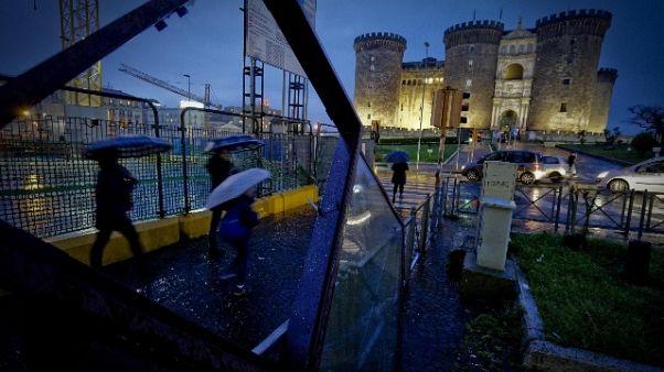 Pioggia a Napoli, diversi allagamenti